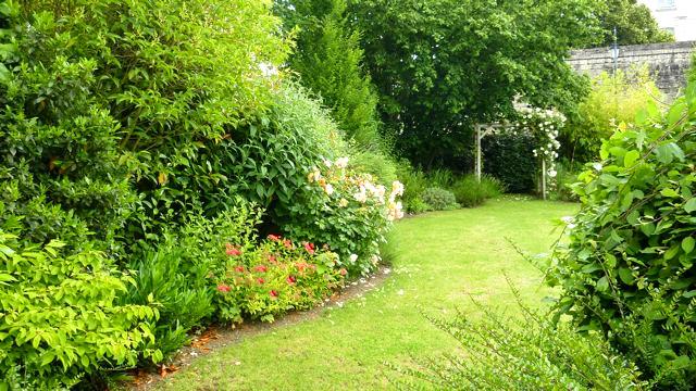 cr er un jardin color et harmonieux. Black Bedroom Furniture Sets. Home Design Ideas